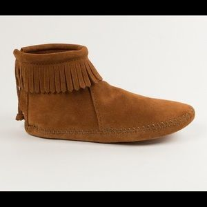 Minnetonka Suede Leather Softsole Fringe Booties